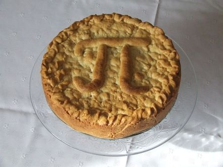 640px-Apple_pie_Pi_Day_2011